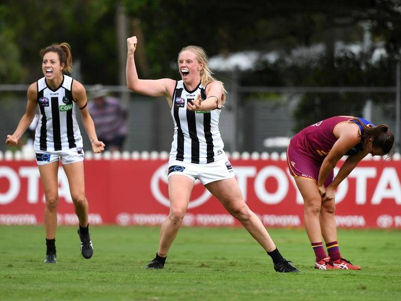 Sarah D'Arcy (C) was one of five Collingwood goalkickers in the AFLW win over Brisbane.